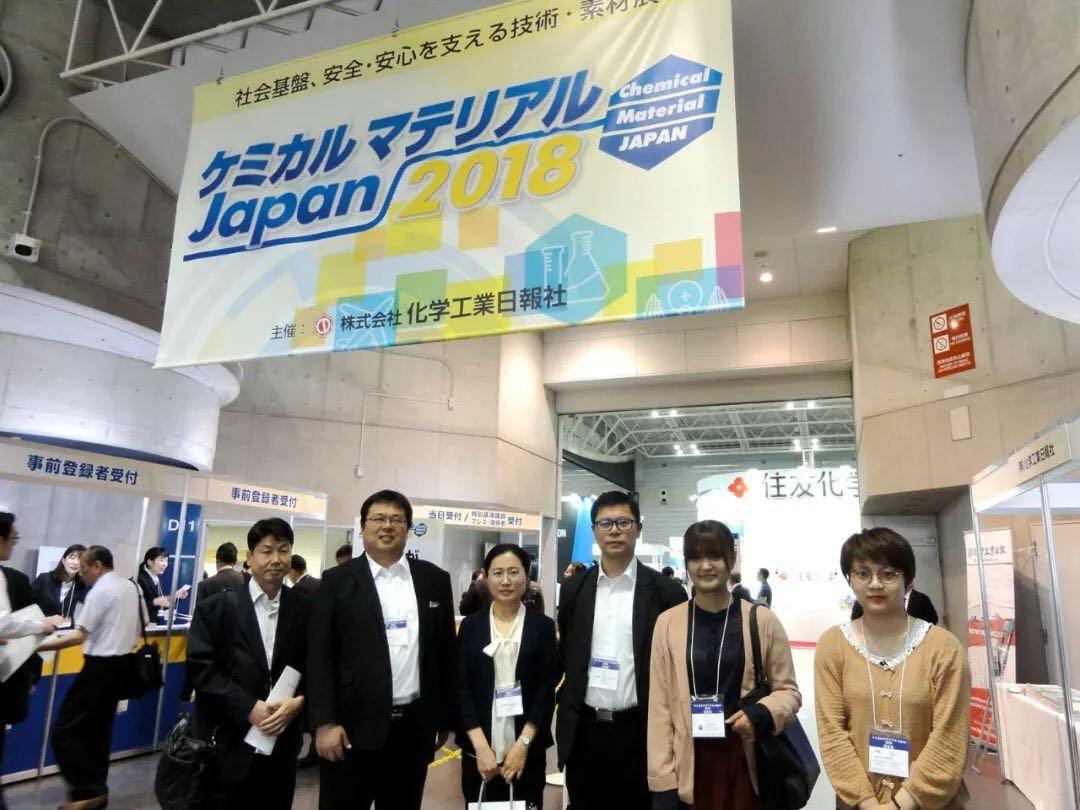 参观展会的中国考察团